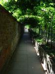 Laubengang zwischen Schloss und Pompejanum