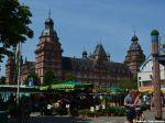 Markt in Aschaffenburg auf dem Schlossplatz