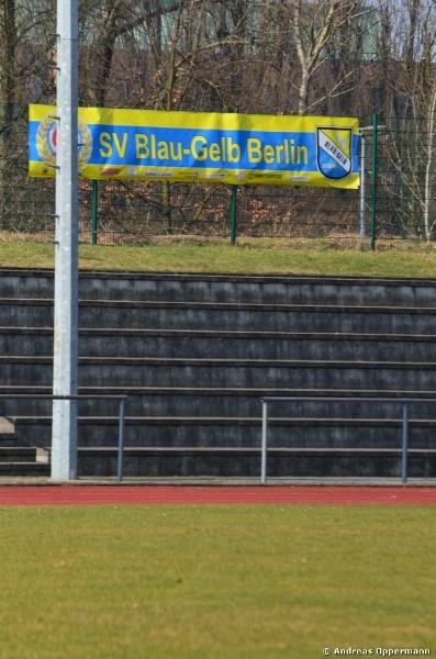 Auf dem Gelände von Blau Gelb Berlin in Weißen See.