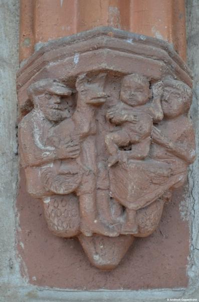 Kapitelle im Kreuzgang der Klosterruine Chorin
