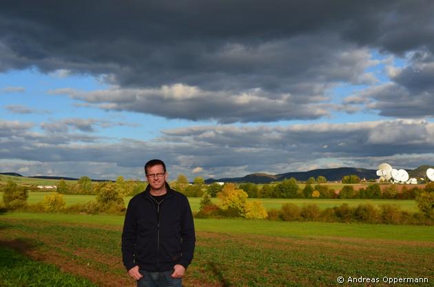 Im Hintergrund: die Erdfunkstelle bei Hammelburg