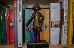 Friedrich der Große vor Büchern