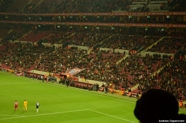 Elfmeter beim Spiel Galataseray Istanbul gegen Siva Spor in der Türk Telekom Arena