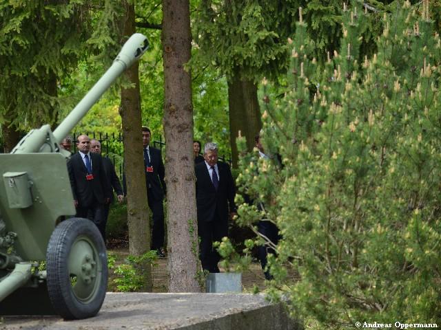 Bundespräsident Gauck auf dem Soldatenfriedhof in Lebus