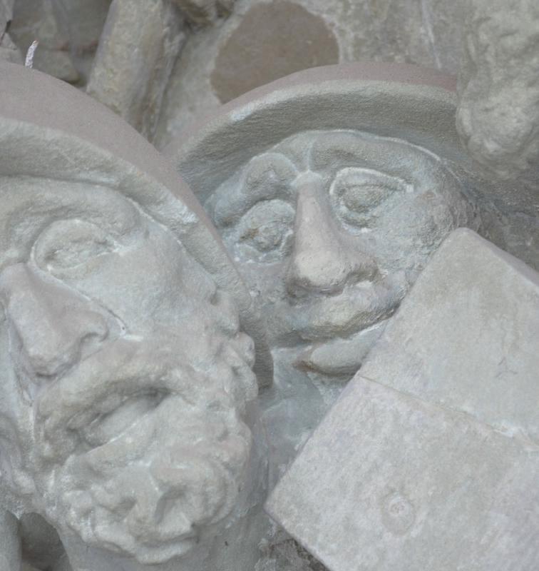 Köpfe am Kapellenkreuzweg Kloster Altstadt in Hammelburg