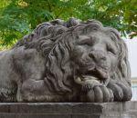 Löwenwache vor dem Pulverturm