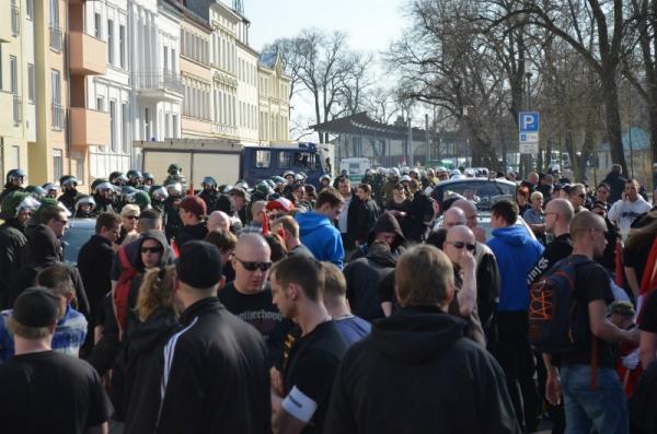 Neonazis beim gescheiterten Versuch durch Frankfurt (Oder) zu ziehen.