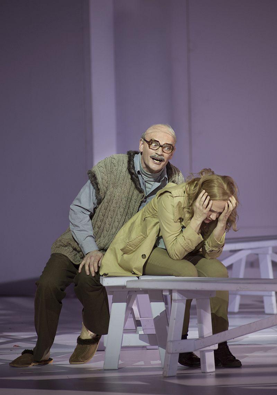 Tómas Tómasson als Klingsor bedrängt Kundry (Staatsoper Berlin | Foto: Ruth Walz)
