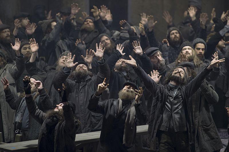 Die Herrn des Konzertchors als verzückte Gralsritter und Knappen (Staatsoper Berlin | Foto: Ruth Walz)