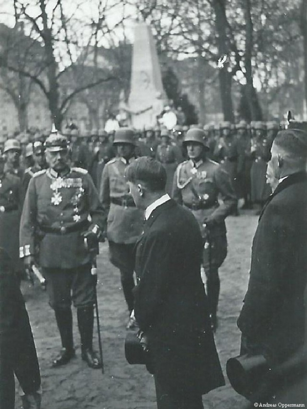 Paul von Hindenburg und Adolf Hitler am Tag von Potsdam