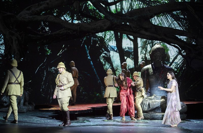 Poros in der Komischen Oper (Foto: Monika Rittershaus)