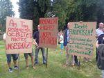 Neuzelle nutzt das SPD-Strohballenfest zum Protest