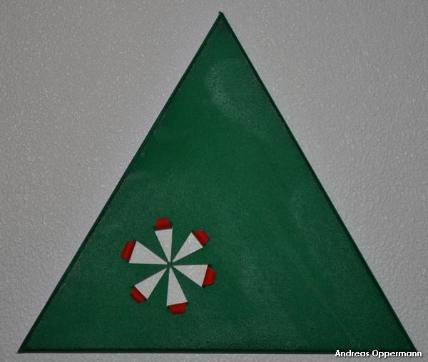 Grünes Dreieck mit rotem Rund