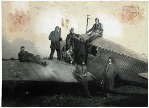 Flugzeuge prägten die Firmengeschichte. Foto: Steidl-Verlag