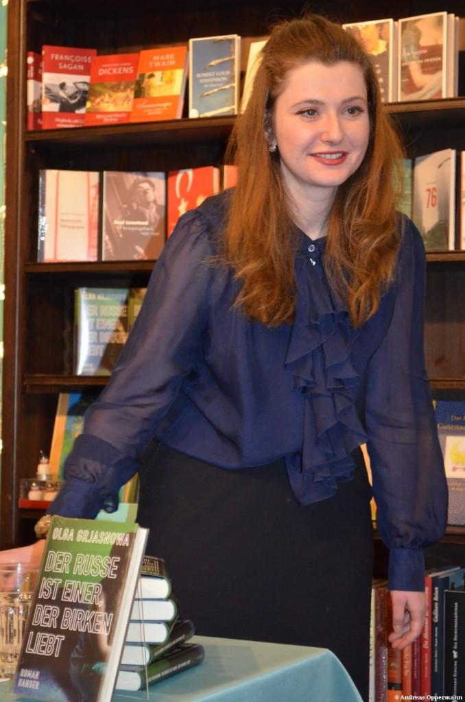 """Olga Grjasnowa  kurz nach der Lesung von """"Der Russe ist einer, der Birken liebt"""" in der Berliner Buchhandlung """"Moby Dick""""."""