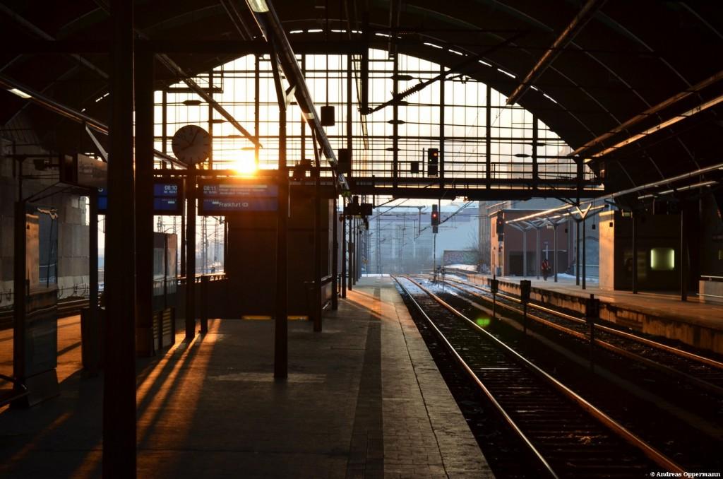 Berliner Ostbahnhof, wenn der Zug weg ist.