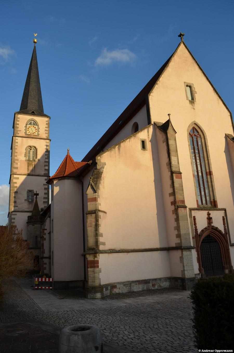 Stadtpfarrkirche Hammelburg 2012 (aus ähnlicher Position, aber im erweiterten Zustand)