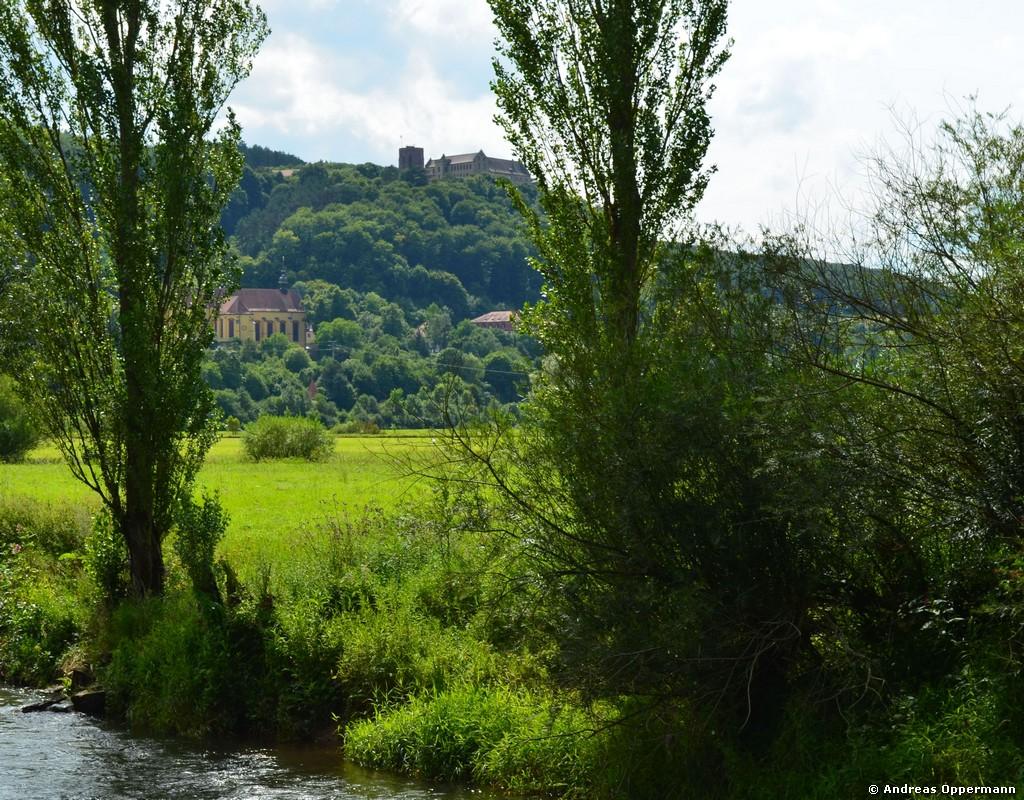 Blick auf Kloster Altstadt und Schloss Saaleck im Juli 2012