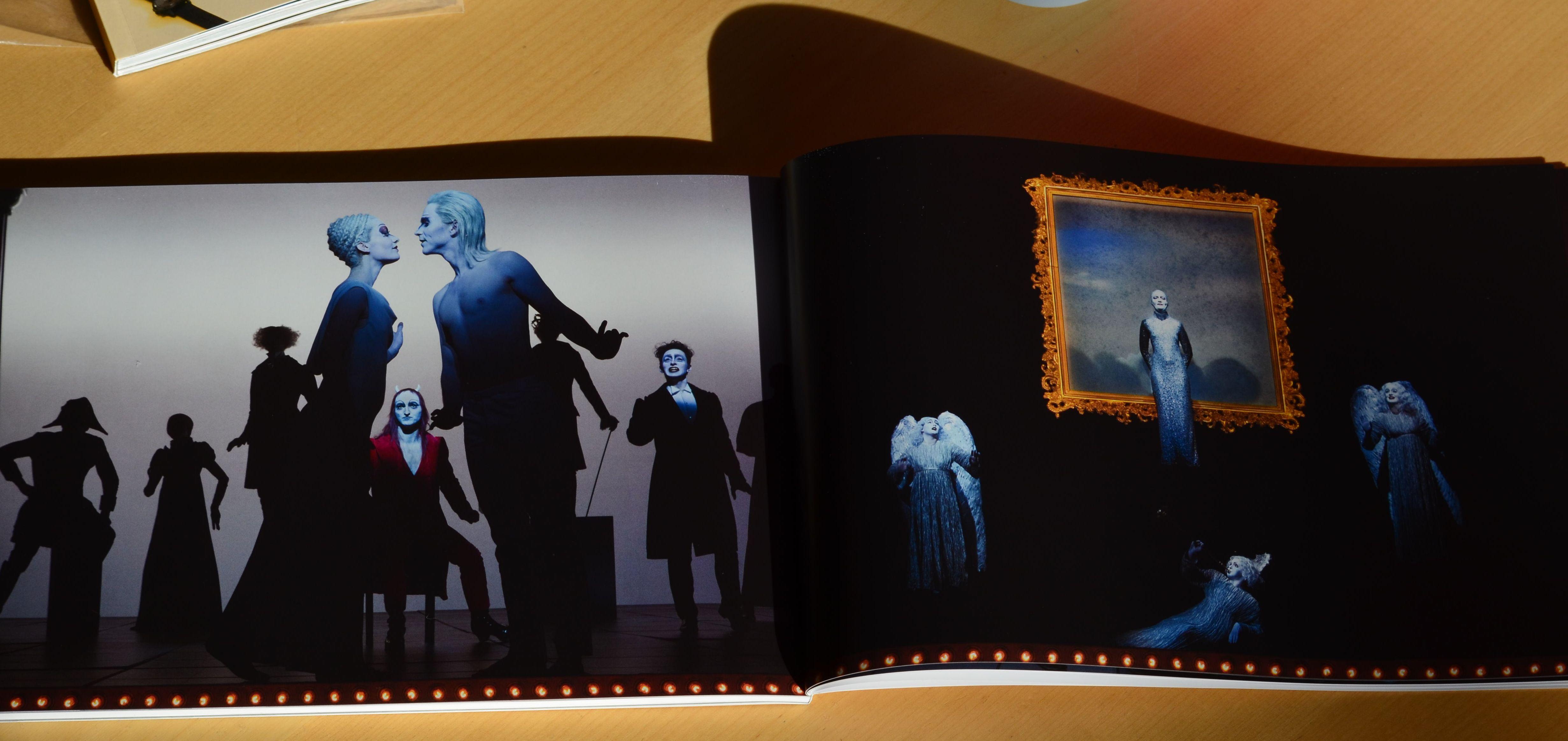 Doppelseite aus Programmheft zu Faust I und II im BE (Fotos im Heft von Lucie Jansch)