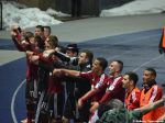 Die Mannschaft feiert mit den Fans