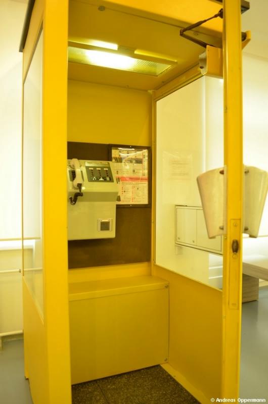 Telefonzelle im Dokzentrum