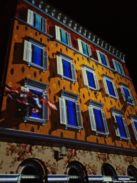 Lichtinstalation beim Fest zur Aufnahme Kroatiens in die Europäische Union in Pula.