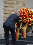 Gauck bei der Kranzniederlegung