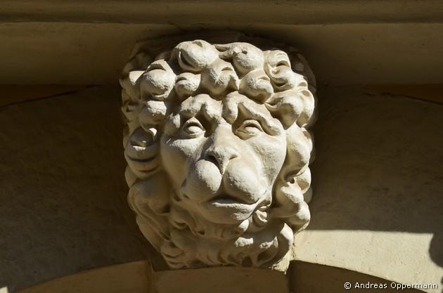 Löwemkopf zum Stützen eines Balkons