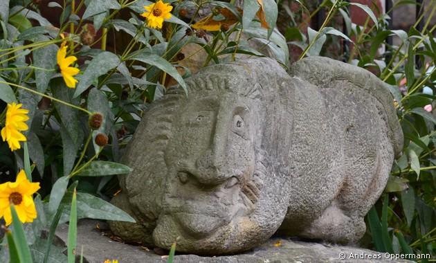 Löwe im Kirchengarten