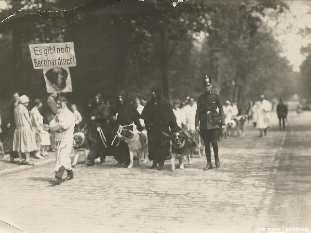 Ernst Oppermann bei der Sicherung einer Demonstration